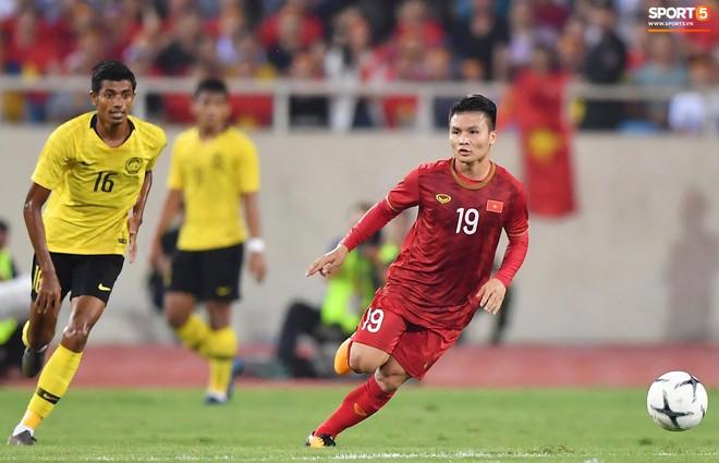 Chiêm ngưỡng siêu phẩm ngả bàn đèn khó tin của Quang Hải trong trận đấu Việt Nam vs Malaysia - ảnh 1