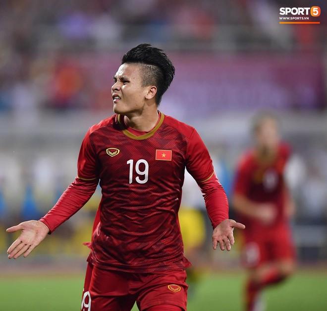 Chiêm ngưỡng siêu phẩm ngả bàn đèn khó tin của Quang Hải trong trận đấu Việt Nam vs Malaysia - ảnh 4
