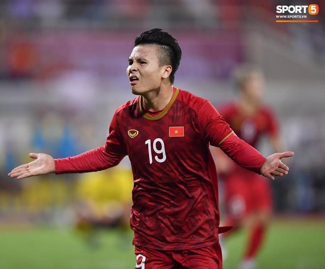 Chiêm ngưỡng siêu phẩm ngả bàn đèn khó tin của Quang Hải trong trận đấu Việt Nam vs Malaysia - ảnh 5