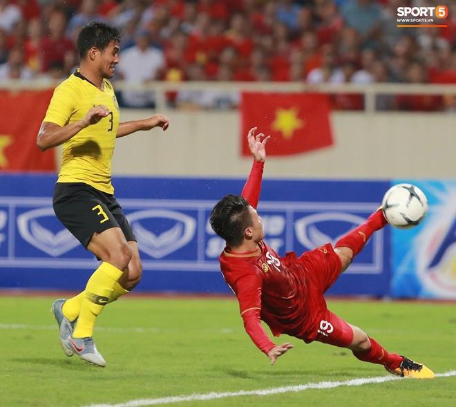 Chiêm ngưỡng siêu phẩm ngả bàn đèn khó tin của Quang Hải trong trận đấu Việt Nam vs Malaysia - ảnh 3