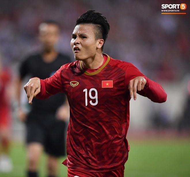 Mải mê ăn mừng siêu phẩm của Quang Hải, các cầu thủ Việt Nam bỗng quên mất kế hoạch đặc biệt dành cho Xuân Trường - ảnh 2