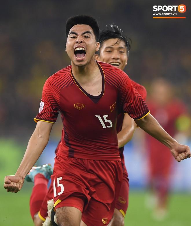 Tuyển Việt Nam đối đầu Malaysia: fan Việt từng phải đổ cả máu và rất nhiều nước mắt cho cặp đấu kịch tính hàng đầu Đông Nam Á - ảnh 8