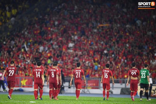 Tuyển Việt Nam đối đầu Malaysia: fan Việt từng phải đổ cả máu và rất nhiều nước mắt cho cặp đấu kịch tính hàng đầu Đông Nam Á - ảnh 10