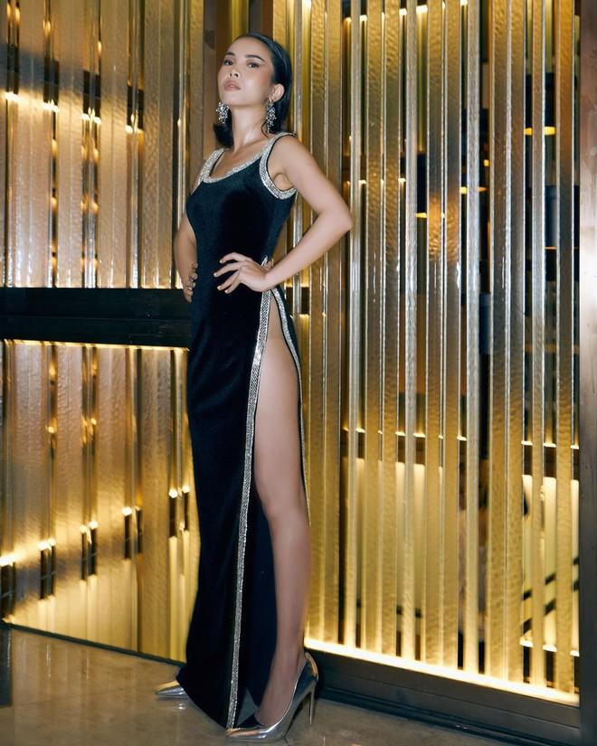 """Từ style kín đáo nhẹ nhàng, Yến Trang giờ lên """"level"""" diện đầm hở bạo không kém Kendall Jenner, Bella Hadid - ảnh 1"""
