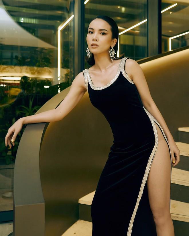 """Từ style kín đáo nhẹ nhàng, Yến Trang giờ lên """"level"""" diện đầm hở bạo không kém Kendall Jenner, Bella Hadid - ảnh 2"""