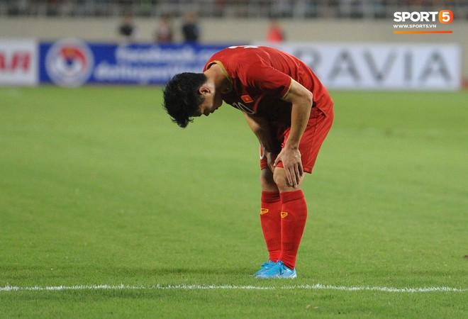 Công Phượng chiếm spotlight với body cực phẩm khi cùng tuyển Việt Nam ngâm bồn đá phục hồi sau trận thắng Malaysia - ảnh 2