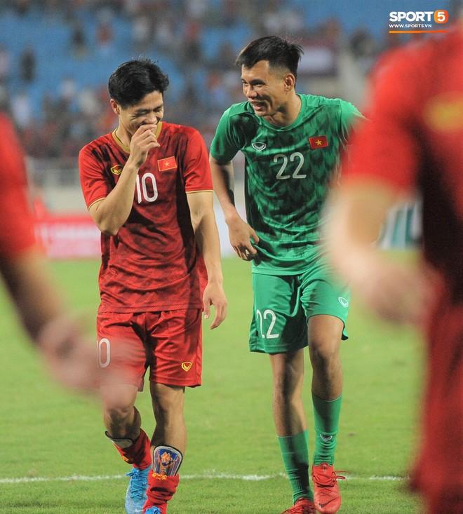 Công Phượng chiếm spotlight với body cực phẩm khi cùng tuyển Việt Nam ngâm bồn đá phục hồi sau trận thắng Malaysia - ảnh 8
