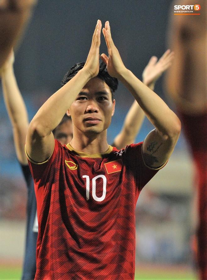 Công Phượng chiếm spotlight với body cực phẩm khi cùng tuyển Việt Nam ngâm bồn đá phục hồi sau trận thắng Malaysia - ảnh 9