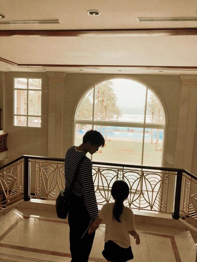 Nam thần EXO bí mật đến Đà Nẵng du lịch, gây chú ý vì dẫn theo một người con gái đặc biệt - Ảnh 3.