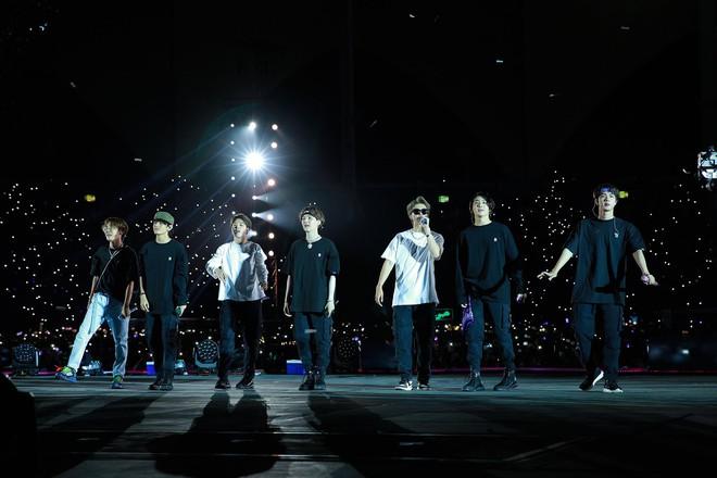 Đúng là mỹ nam có gương mặt đẹp trai nhất thế giới: V (BTS) đứng hát sương sương tại concert cũng được nonfan lùng sục, lên top trending toàn cầu - ảnh 11