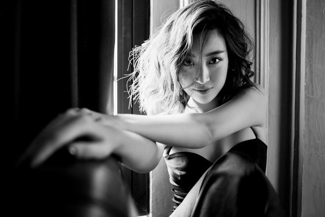 Trọn bộ ảnh đẹp mơ màng, khoe nét xuân thì gợi cảm của Hoa hậu Đỗ Mỹ Linh khi vừa bước sang tuổi 24 - ảnh 6