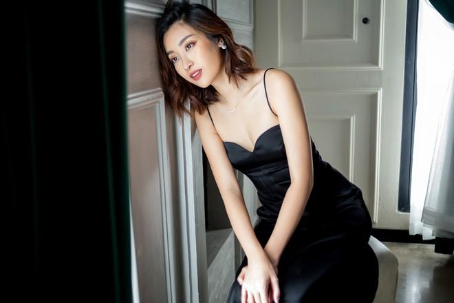 Trọn bộ ảnh đẹp mơ màng, khoe nét xuân thì gợi cảm của Hoa hậu Đỗ Mỹ Linh khi vừa bước sang tuổi 24 - ảnh 5