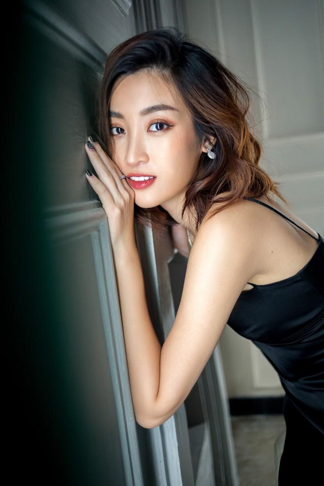 Trọn bộ ảnh đẹp mơ màng, khoe nét xuân thì gợi cảm của Hoa hậu Đỗ Mỹ Linh khi vừa bước sang tuổi 24 - ảnh 3