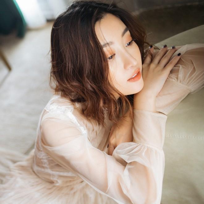 Trọn bộ ảnh đẹp mơ màng, khoe nét xuân thì gợi cảm của Hoa hậu Đỗ Mỹ Linh khi vừa bước sang tuổi 24 - ảnh 8