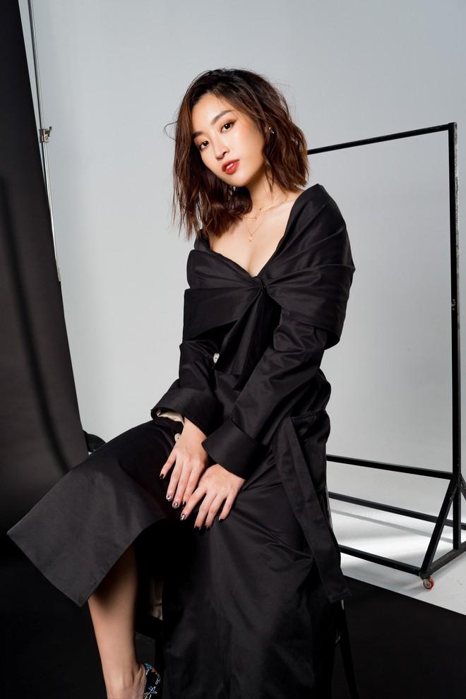 Trọn bộ ảnh đẹp mơ màng, khoe nét xuân thì gợi cảm của Hoa hậu Đỗ Mỹ Linh khi vừa bước sang tuổi 24 - ảnh 1