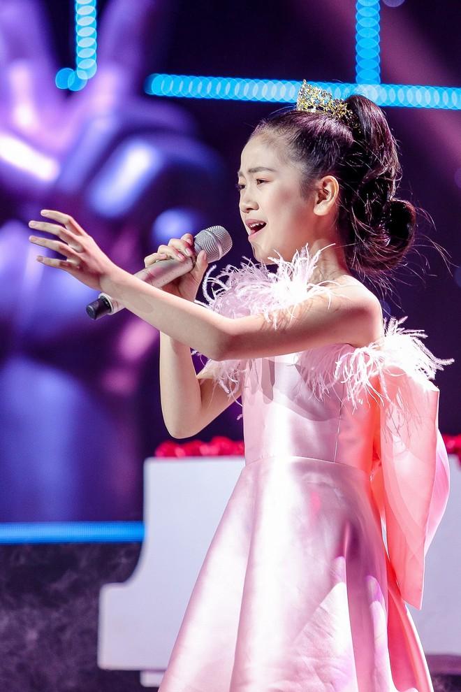 Giọng hát Việt nhí: Học trò Hương Giang chảy máu cam giữa buổi thi vẫn mang lại tiết mục xuất sắc - ảnh 7