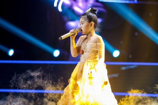 Giọng hát Việt nhí: Học trò Hương Giang chảy máu cam giữa buổi thi vẫn mang lại tiết mục xuất sắc - ảnh 4