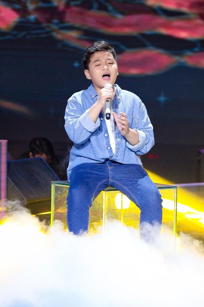 Giọng hát Việt nhí: Học trò Hương Giang chảy máu cam giữa buổi thi vẫn mang lại tiết mục xuất sắc - ảnh 1