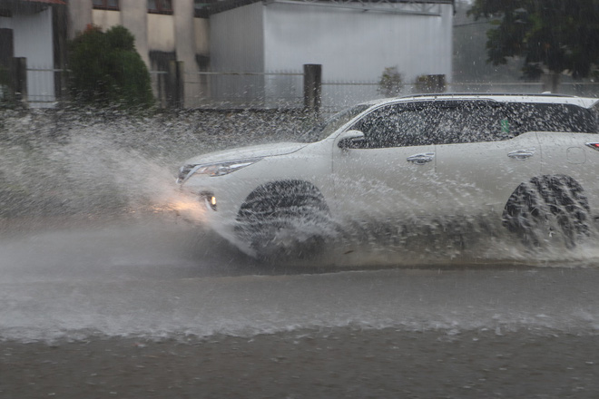 Mưa lớn kéo dài, hơn 100 nhà dân ở Bảo Lộc ngập sâu trong nước - ảnh 3