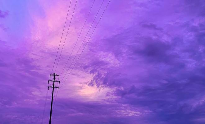 Trái ngược với bầu trời tím dự báo điềm dữ trước khi Hagibis đổ bộ, dân Nhật hứng khởi với cảnh quang đãng, trăng sáng rực khi siêu bão đi qua - ảnh 3