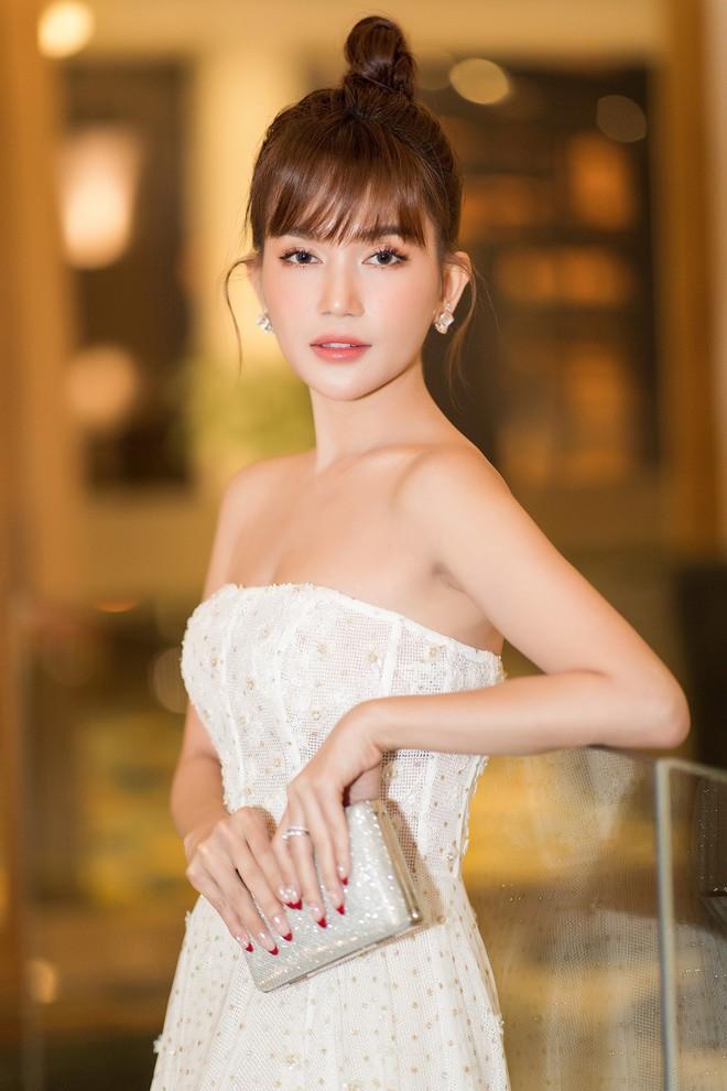 Sĩ Thanh - Huỳnh Phương diện tông trắng đồng điệu, lần đầu công khai lộ diện sau khi xác nhận chuyện hẹn hò - ảnh 5