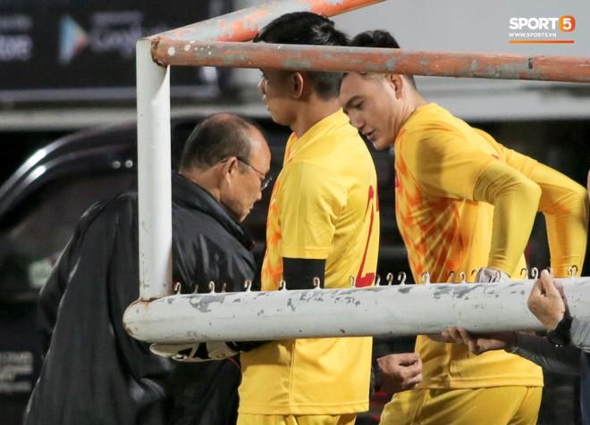 HLV Park Hang-seo bất ngờ hét lớn vì nghi buổi tập chiều 14/10 của tuyển Việt Nam bị quay lén - ảnh 9
