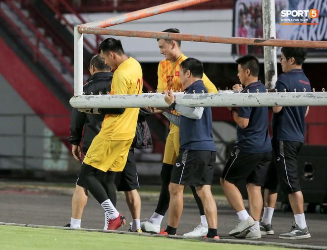 HLV Park Hang-seo bất ngờ hét lớn vì nghi buổi tập chiều 14/10 của tuyển Việt Nam bị quay lén - ảnh 8