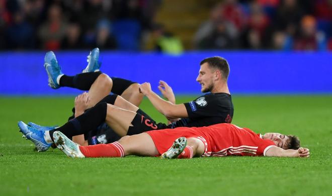Sự thật bất ngờ đằng sau cảnh tượng hãi hùng khi ngôi sao tấn công sáng nhất MU bị đối thủ hạ knock-out ở vòng loại Euro 2020 - ảnh 2
