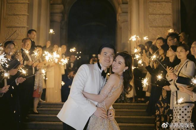 Váy cưới của Văn Vịnh San trong hôn lễ với chồng đại gia: chiếc lộng lẫy xa hoa, chiếc siêu to khổng lồ với mức giá trên trời gây choáng - ảnh 5