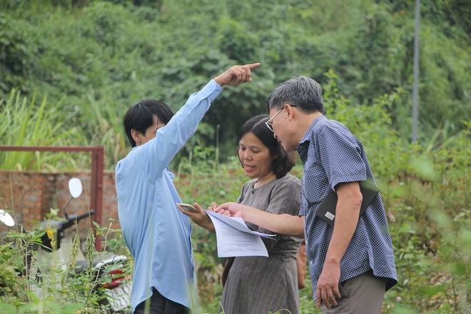 Cơ quan chức năng tiến hành kiểm tra, lấy mẫu nước tại đầu nguồn Nhà máy nước sông Đà - Ảnh 4.