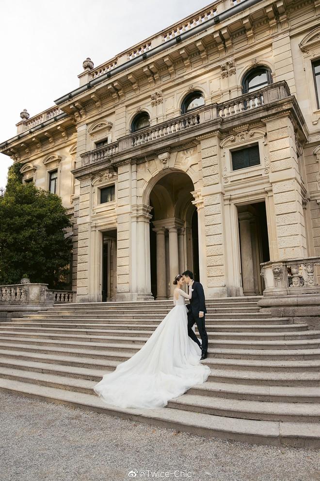 Váy cưới của Văn Vịnh San trong hôn lễ với chồng đại gia: chiếc lộng lẫy xa hoa, chiếc siêu to khổng lồ với mức giá trên trời gây choáng - ảnh 12