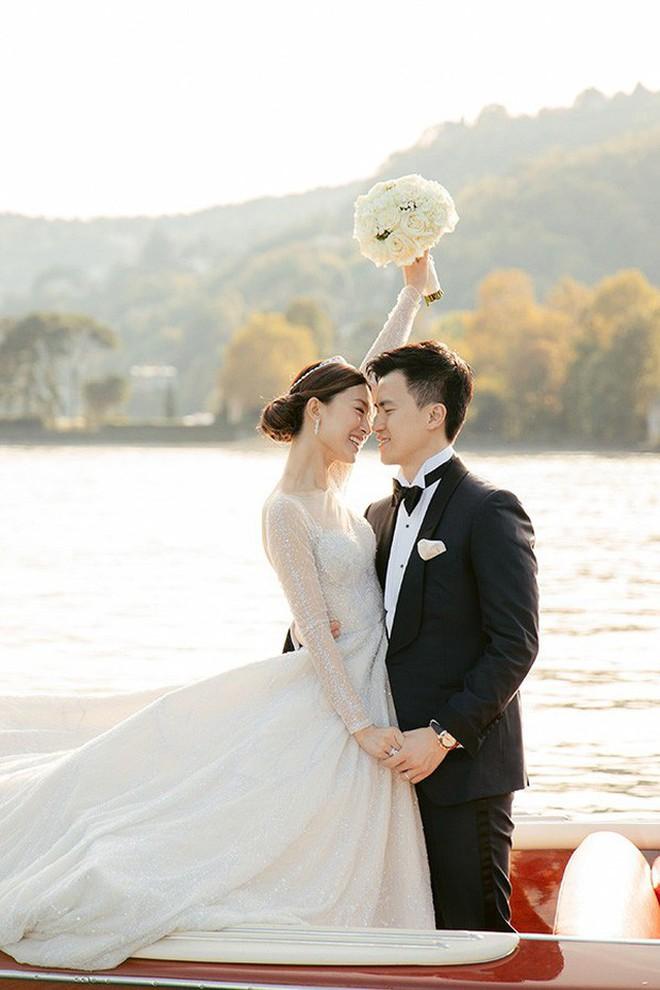 Váy cưới của Văn Vịnh San trong hôn lễ với chồng đại gia: chiếc lộng lẫy xa hoa, chiếc siêu to khổng lồ với mức giá trên trời gây choáng - ảnh 14