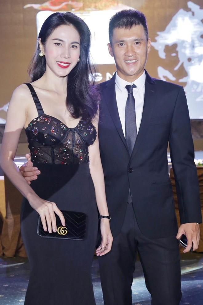 6 cặp đôi trai tài gái sắc của showbiz Việt: Đông Nhi là Á khoa, Ông Cao Thắng 12 năm học giỏi, Trấn Thành bị đuổi vì bận chạy show còn Hari luôn đứng đầu lớp - ảnh 13