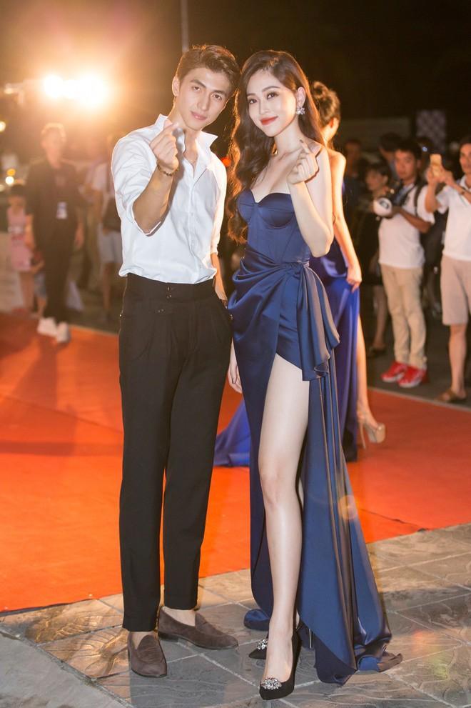 6 cặp đôi trai tài gái sắc của showbiz Việt: Đông Nhi là Á khoa, Ông Cao Thắng 12 năm học giỏi, Trấn Thành bị đuổi vì bận chạy show còn Hari luôn đứng đầu lớp - ảnh 16
