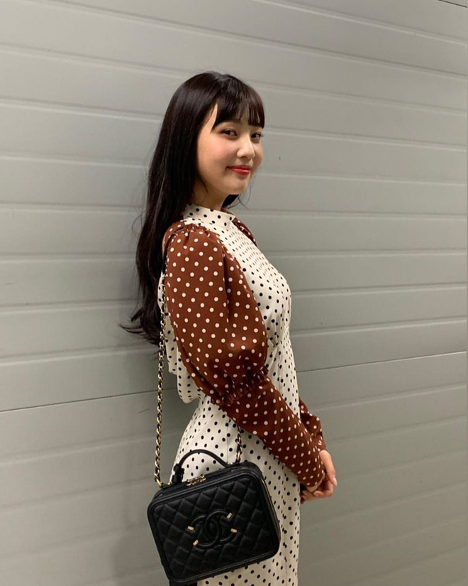 Mix đồ không sến súa thì cũng già nua, stylist Red Velvet khiến fan phải kêu oan thay cho idol - ảnh 14