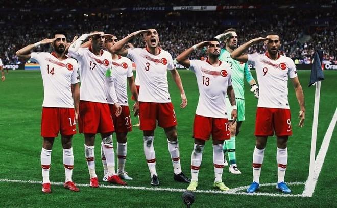 Vòng loại Euro 2020: ĐKVĐ World Cup nhận kết quả đắng ngắt ngay trên sân nhà, kịch bản không khác gì game online - Ảnh 2.