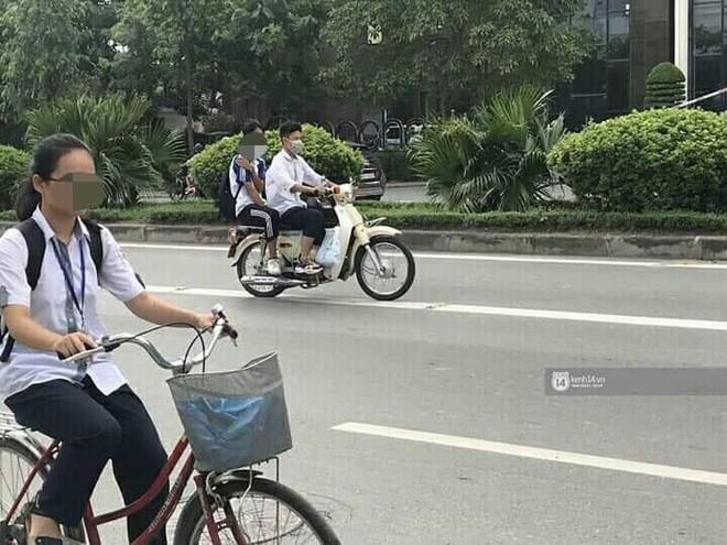 Nhức mắt cảnh hàng loạt học sinh không đội mũ bảo hiểm, phóng xe máy vèo vèo đến trường, hỏi ra lý do càng phẫn nộ hơn - ảnh 4