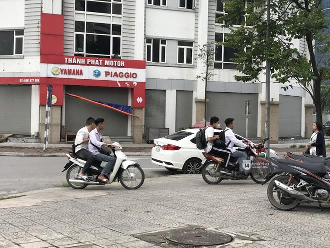 Nhức mắt cảnh hàng loạt học sinh không đội mũ bảo hiểm, phóng xe máy vèo vèo đến trường, hỏi ra lý do càng phẫn nộ hơn - ảnh 8