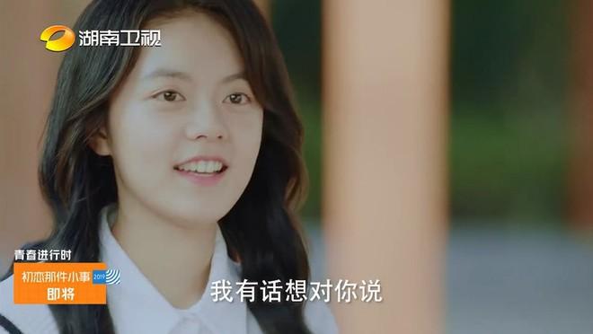 A Little Thing Called First Love bản Trung tung teaser tiểu đường: Chưa đầy một phút Lai Kuan Lin ôm nữ chính 800 lần? - ảnh 1
