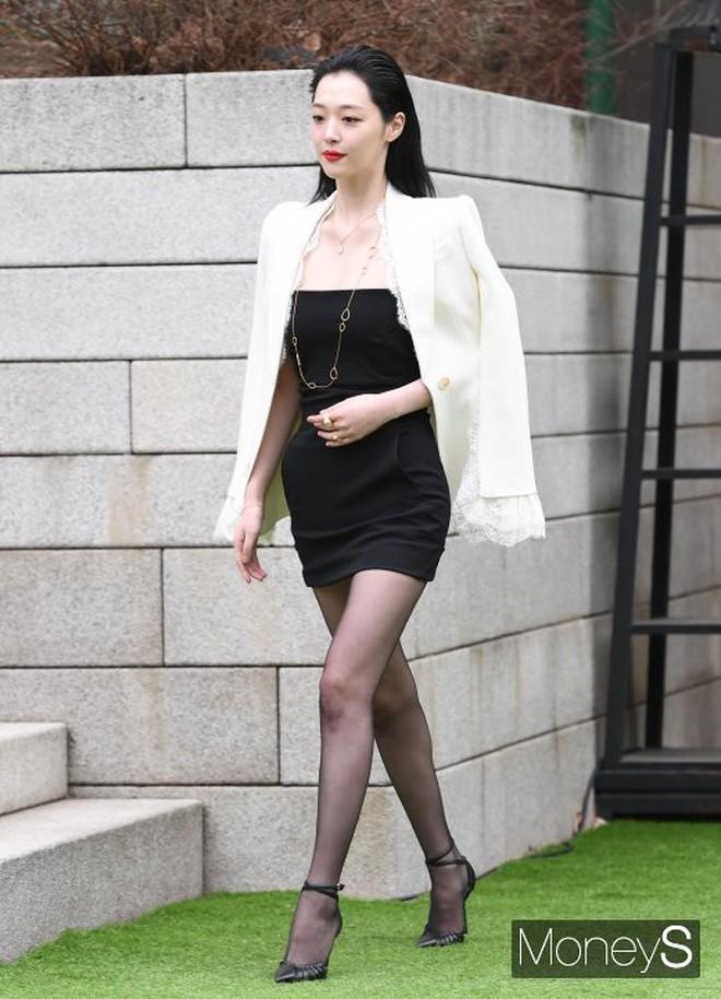 Đừng chỉ nhắc về Sulli với phong cách thời trang nổi loạn bởi cô có rất nhiều lần mặc đẹp khiến dân tình muốn lịm người - ảnh 7