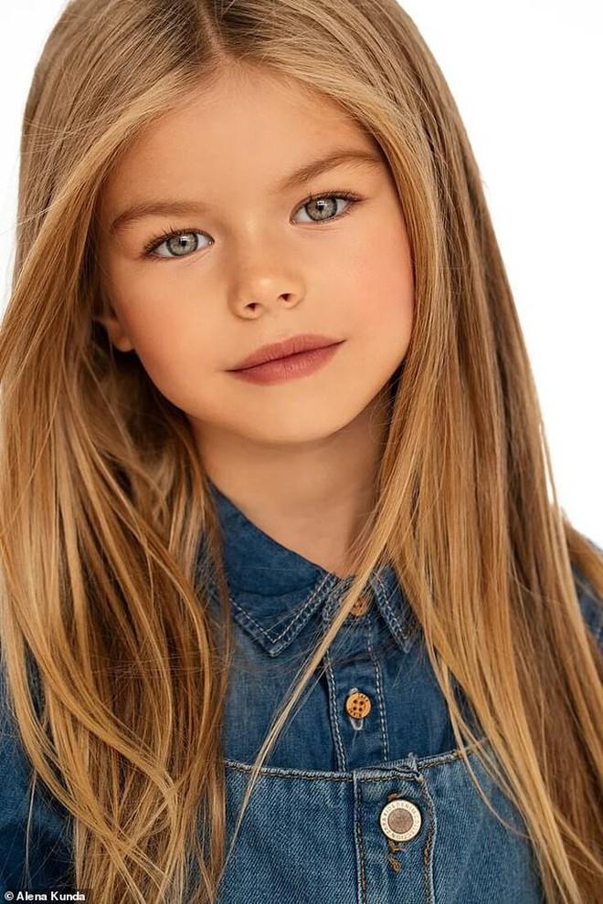 Mới 6 tuổi đã xinh như thiên thần, vừa đáng yêu vừa quyến rũ, bé gái được dân mạng tung hô là người mẫu nhí đẹp nhất thế giới - ảnh 2