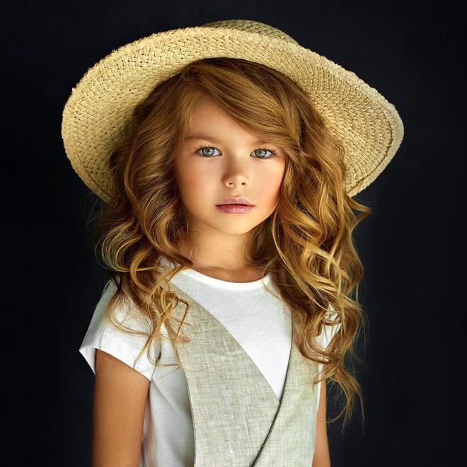Mới 6 tuổi đã xinh như thiên thần, vừa đáng yêu vừa quyến rũ, bé gái được dân mạng tung hô là người mẫu nhí đẹp nhất thế giới - ảnh 4