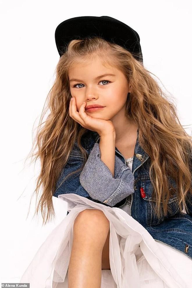 Mới 6 tuổi đã xinh như thiên thần, vừa đáng yêu vừa quyến rũ, bé gái được dân mạng tung hô là người mẫu nhí đẹp nhất thế giới - ảnh 7
