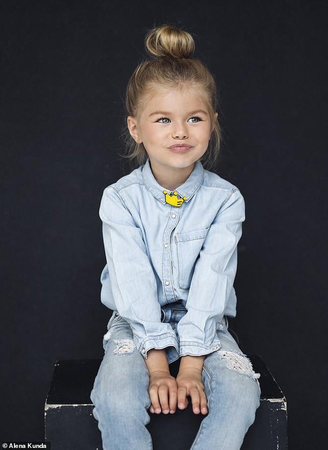 Mới 6 tuổi đã xinh như thiên thần, vừa đáng yêu vừa quyến rũ, bé gái được dân mạng tung hô là người mẫu nhí đẹp nhất thế giới - ảnh 6
