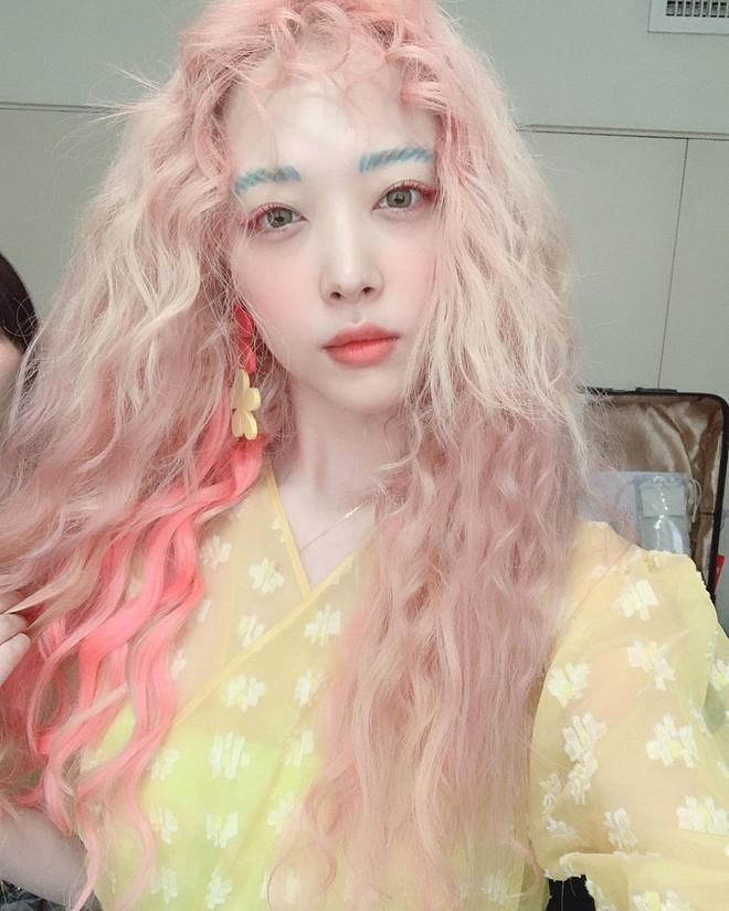Sulli đúng là nhan sắc độc nhất vô nhị của Kpop: Không kiểu tóc nào có thể dìm, còn biến 2 kiểu khó thẩm thấu thành hot trend - ảnh 7