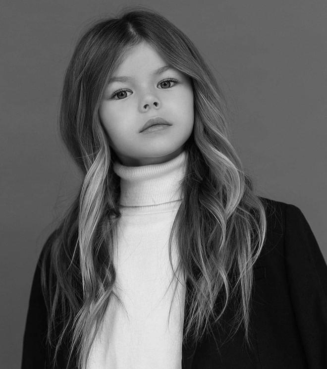 Mới 6 tuổi đã xinh như thiên thần, vừa đáng yêu vừa quyến rũ, bé gái được dân mạng tung hô là người mẫu nhí đẹp nhất thế giới - ảnh 11