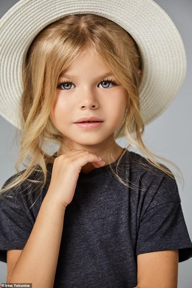 Mới 6 tuổi đã xinh như thiên thần, vừa đáng yêu vừa quyến rũ, bé gái được dân mạng tung hô là người mẫu nhí đẹp nhất thế giới - ảnh 3