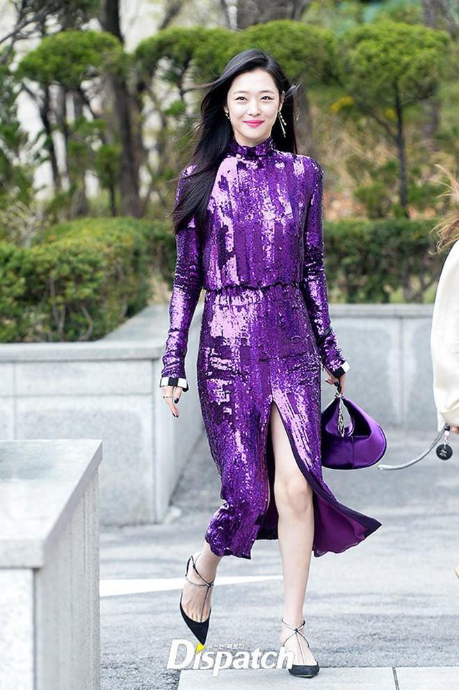 Đừng chỉ nhắc về Sulli với phong cách thời trang nổi loạn bởi cô có rất nhiều lần mặc đẹp khiến dân tình muốn lịm người - ảnh 5