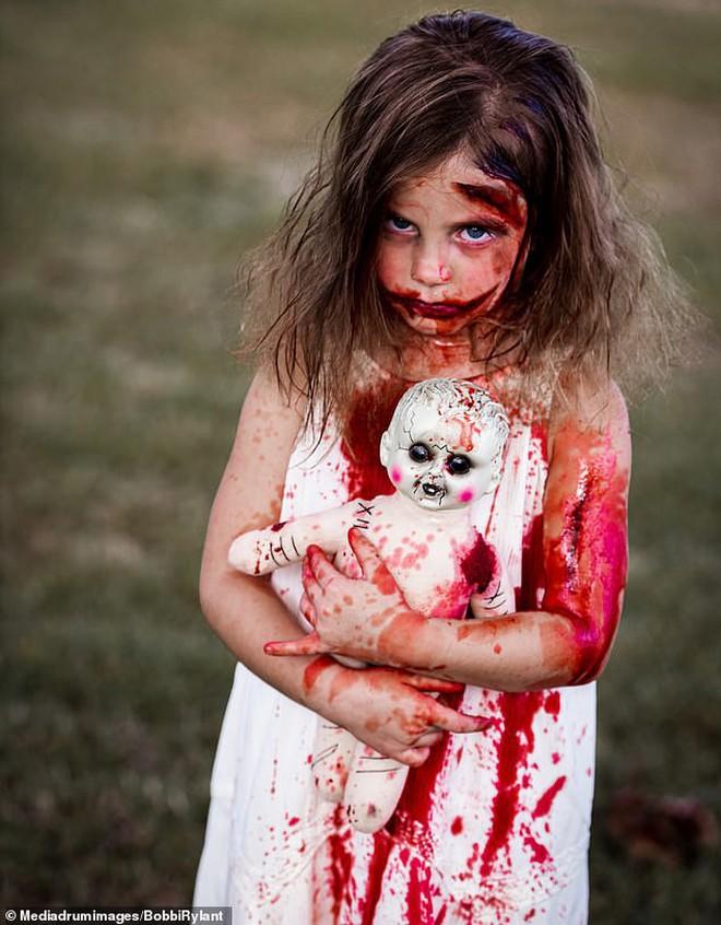 Bà mẹ chơi lớn chụp bộ ảnh Halloween cho hai con nhỏ, trông vừa sợ vừa dị nhưng được dân mạng chia sẻ rần rần - ảnh 6