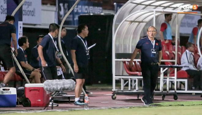 Thắng thuyết phục Indonesia, HLV Park Hang-seo vẫn xin lỗi tuyển thủ Việt Nam - ảnh 1